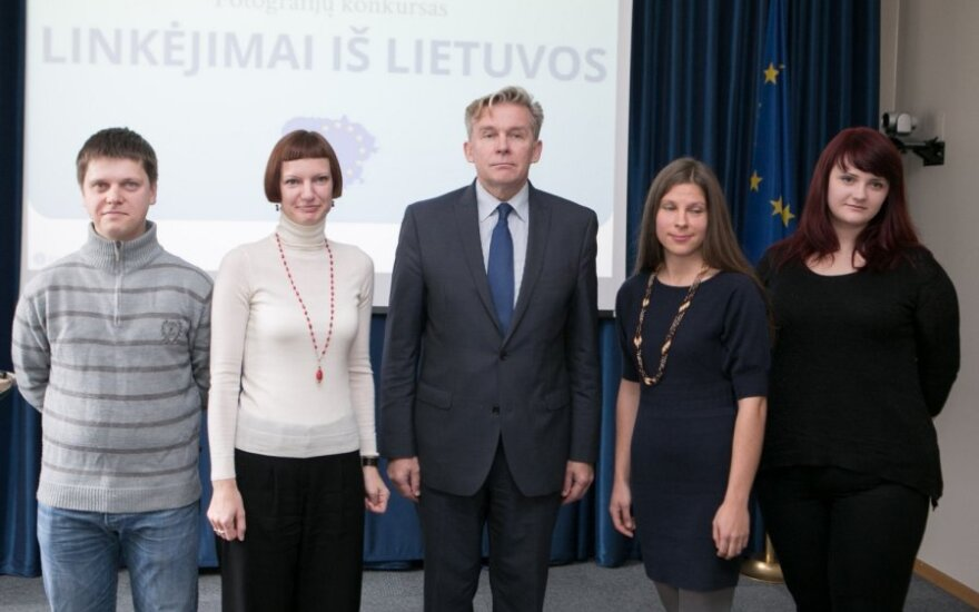 """Fotografijų konkurso """"Linkėjimai iš Lietuvos"""" laimėtojų apdovanojimai"""