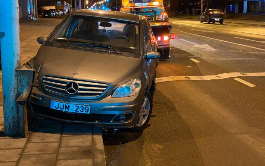 Нетрезвой женщине за рулем не хватило места на проспекте Саванорю
