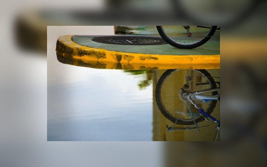 Пьяный велосипедист пытался дать взятку полицейским