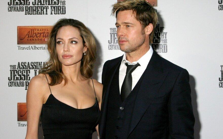 Джоли ушла от Питта из-за политических амбиций