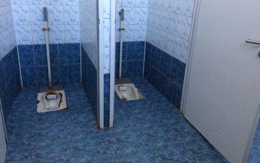 Шведы не выдержали – отремонтировали туалеты в гимназии