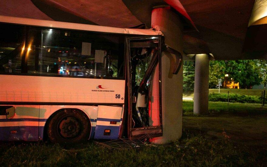В Вильнюсе автомобиль Peugeot столкнулся с пассажирским автобусом