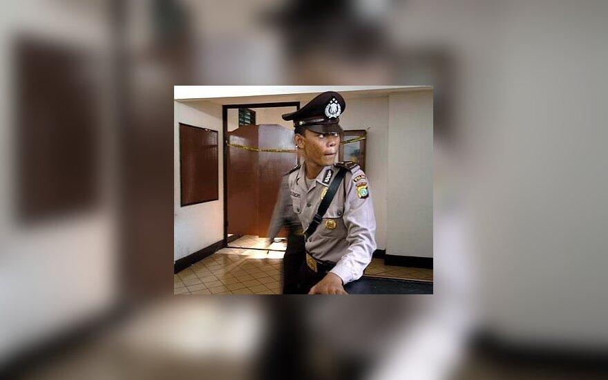 Policininkas prie Indonezijos centrinės rinkimų būstinės