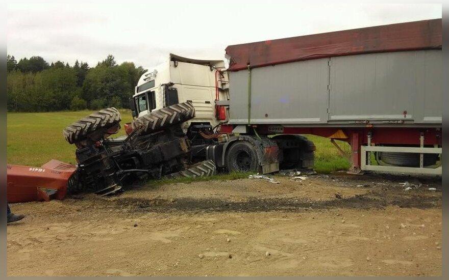 Столкнулись трактор и тягач, тракторист скончался в больнице
