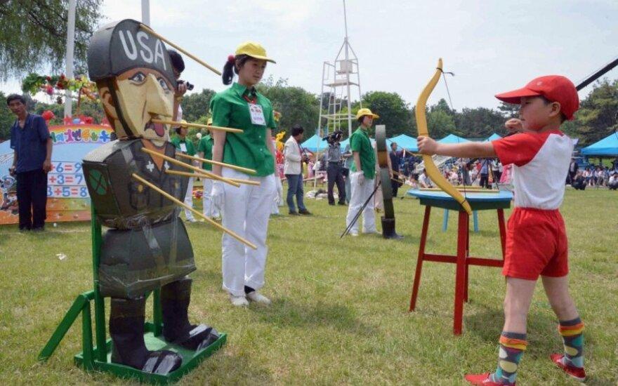 Šiaurės Korėjoje vaikų paradas