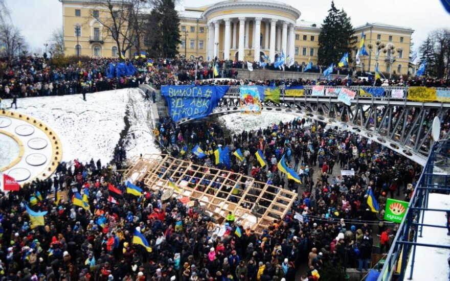 "Евромайдан считает, что Виктор Янукович ""прогнулся под Путина"""