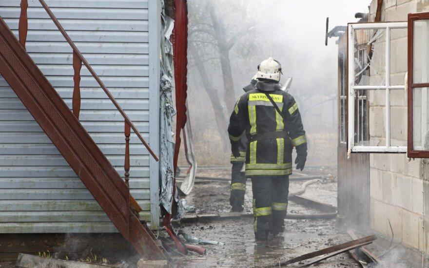В Вильнюсском районе сгорели 6 подожженных автомобилей