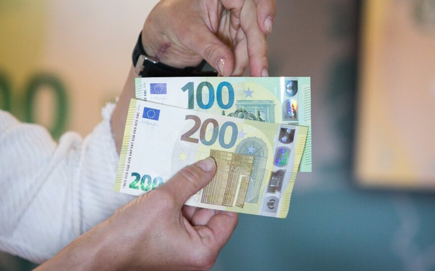 В обороте появятся новые банкноты достоинством 100 и 200 евро
