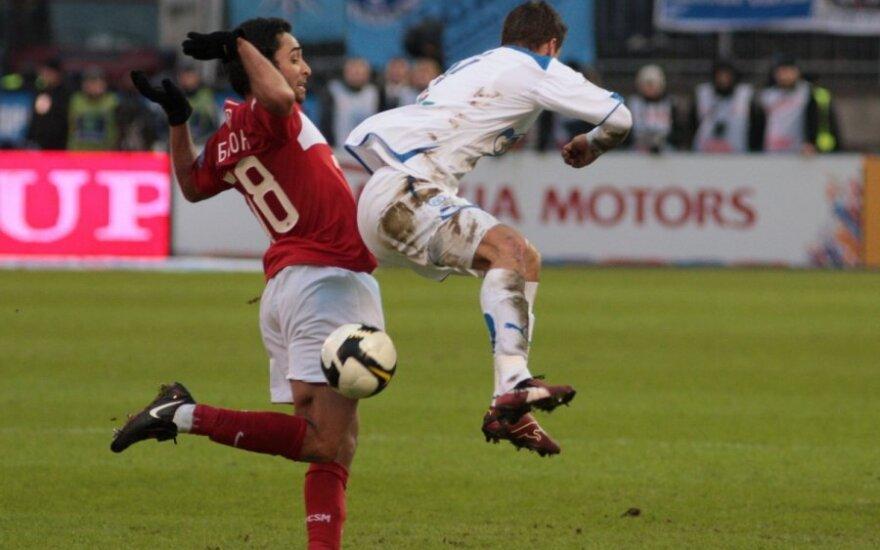 "bsonas Barreto da Silva (""Spartak"", kairėje) kovoja su Vladimiru Bystrovu (""Zenit"")"