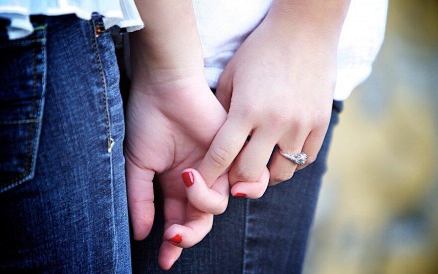 """Пара женщин придумала, как нелегально """"вступить в брак"""" в Литве"""