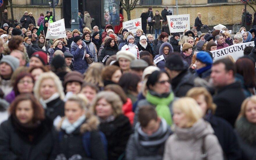 Треть учителей Литвы получают зарплату менее 500 евро в месяц