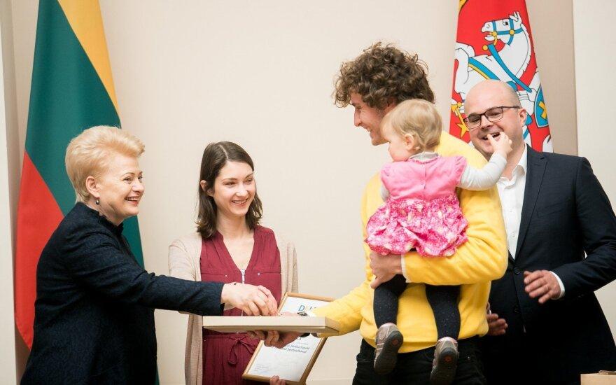 Президент Литвы: надо найти способ вернуть эмигрантов
