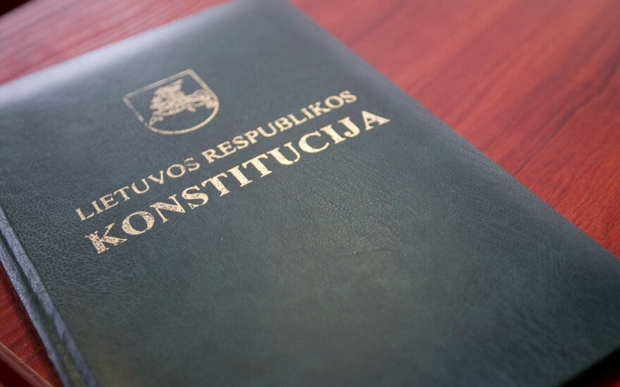 Konstytucja przegrodziła drogę podwójnemu obywatelstwu