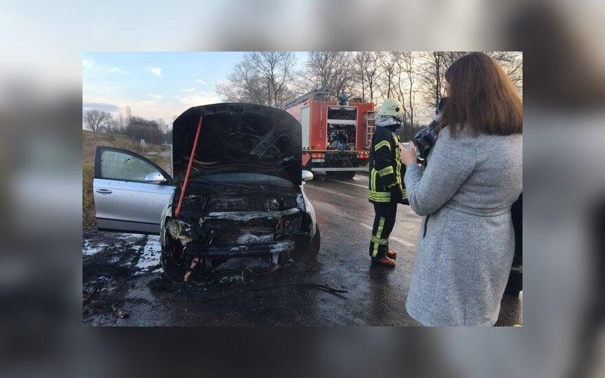 В Тракайском районе сгорел автомобиль