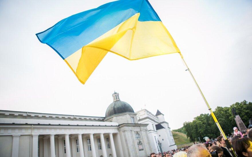 Украина закрепила в конституции курс на членство в ЕС и НАТО