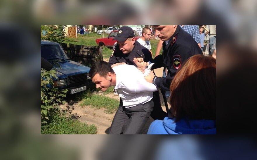 Оппозиционера Яшина задержали на встрече с избирателями в Костроме