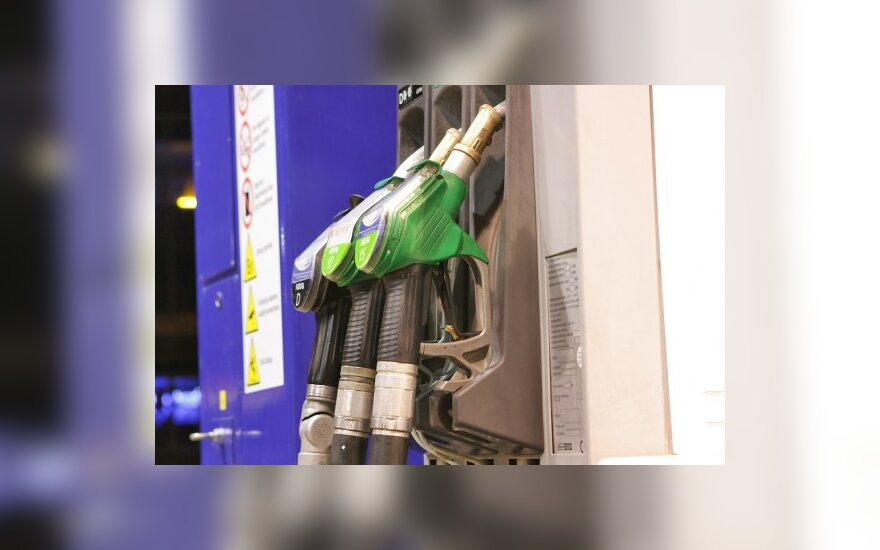 Бензин в Латвии на 56 центов дешевле, чем в Литве