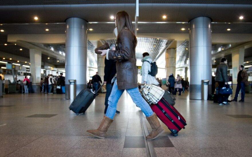 Эмигранты вновь заполнили аэропорты