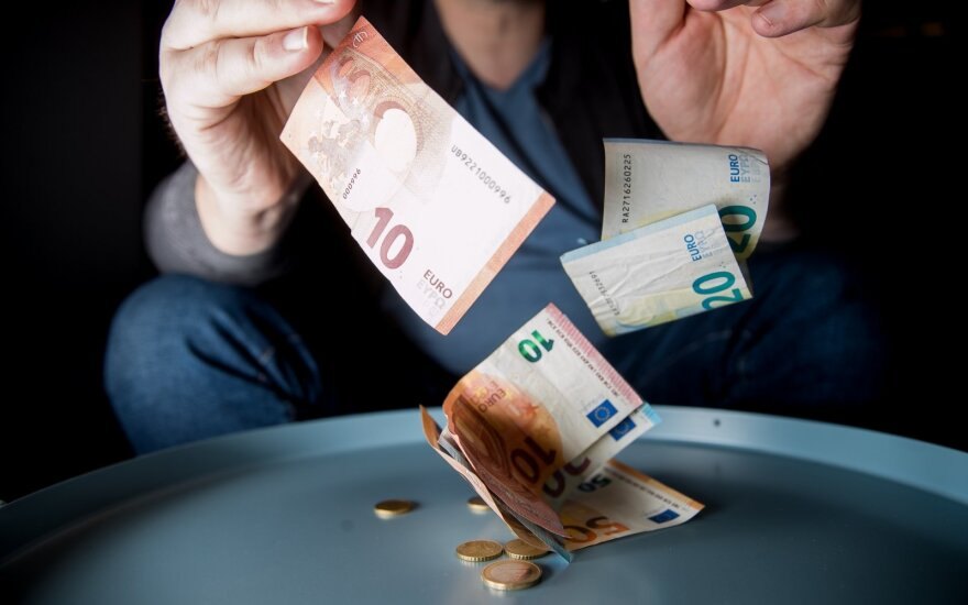 """""""Декабрьская лихорадка"""": министерства стараются истратить выделенные деньги до последнего цента"""
