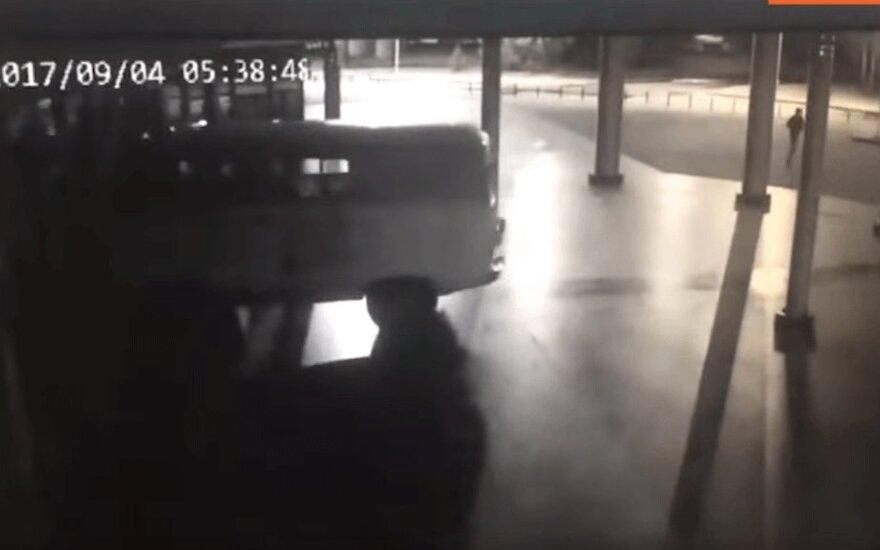В Екатеринбурге задержан водитель, въехавший на автомобиле в кинотеатр