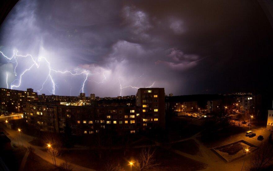 Погода: циклон принесет дождь и грозы