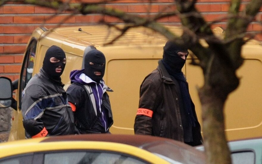 Francja: Terrorysta wziął zakładników w banku