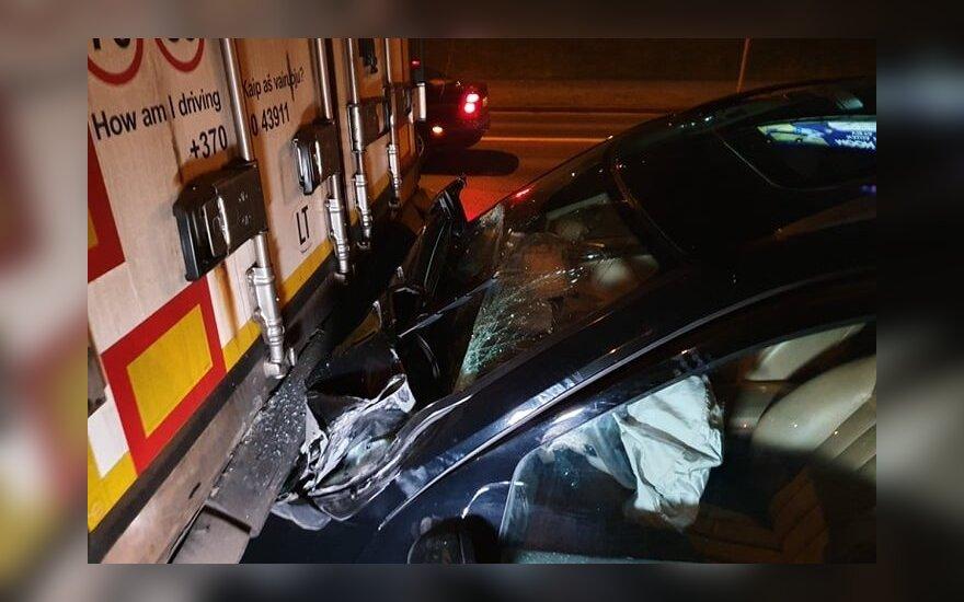ДТП в Вильнюсе: пьяный водитель Mercedes врезался в полуприцеп тягача