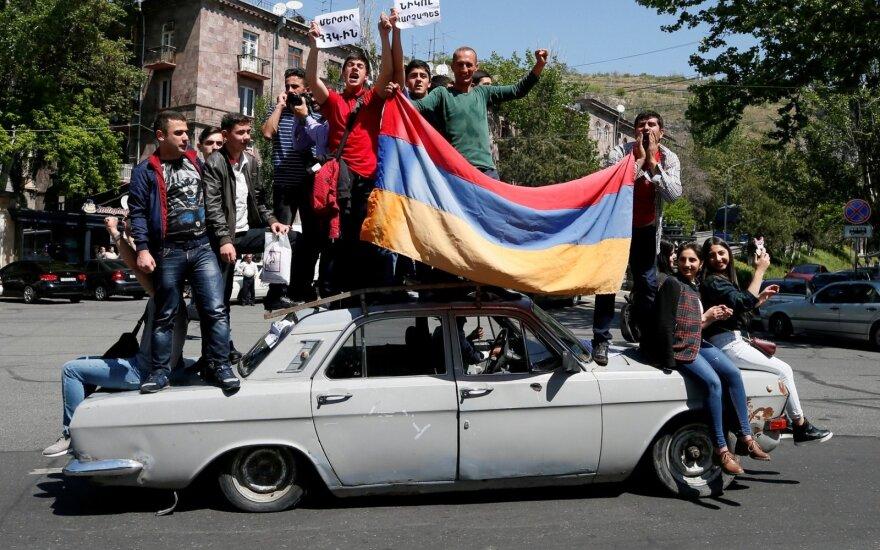 Бескровная революция в Армении: последствия ощутят многие, включая Беларусь и Россию