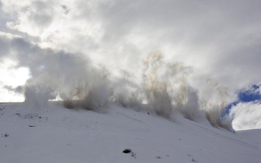 Kazachstane specialiai sukeliamos sniego lavinos