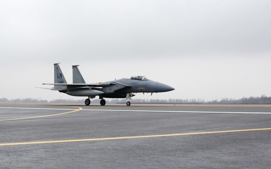 СМИ: США разместили истребители F-15 в Исландии и Нидерландах
