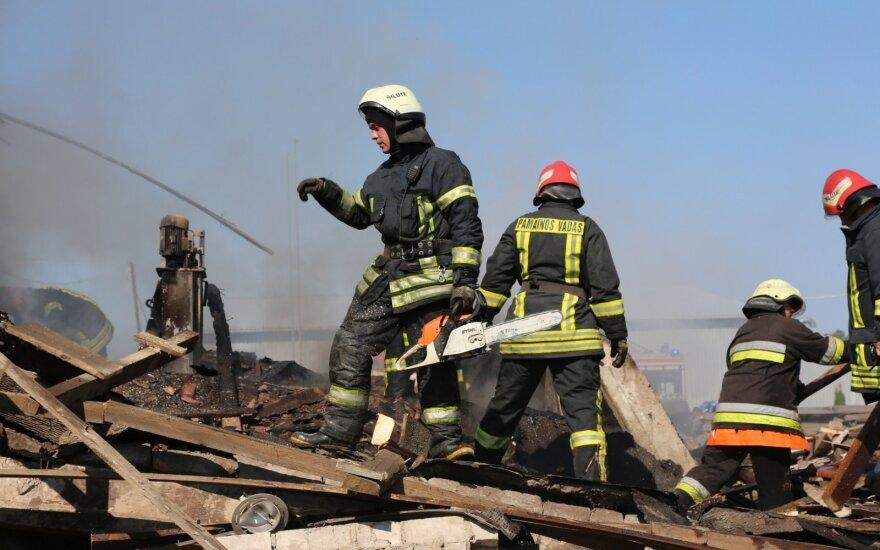 В Шилуте из-за взрыва в результате утечки газа рухнул дом
