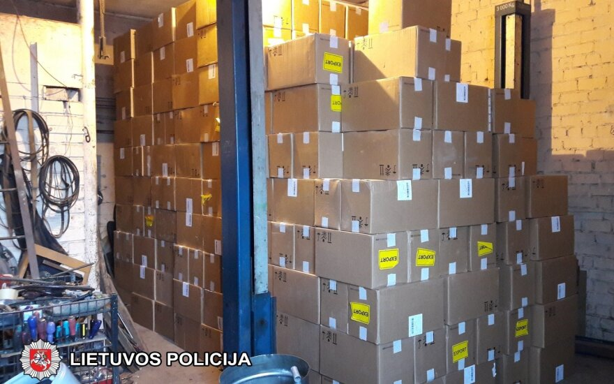 Мариямпольская полиция задержала крупный груз контрабандных сигарет