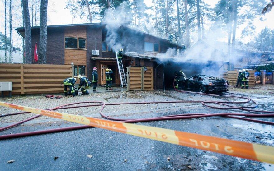 В Валакампяй горел гараж у дома актера Мертинаса