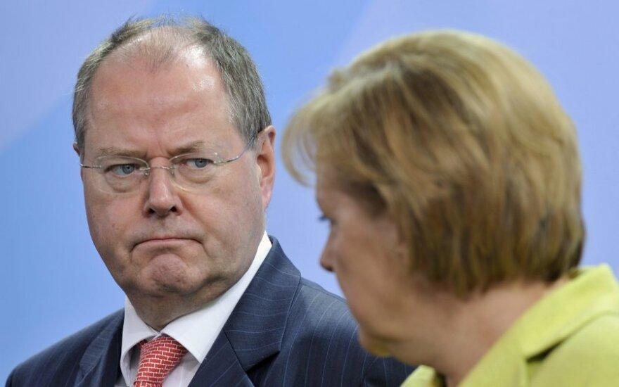 Peeras Steinbrueckas ir Angela Merkel