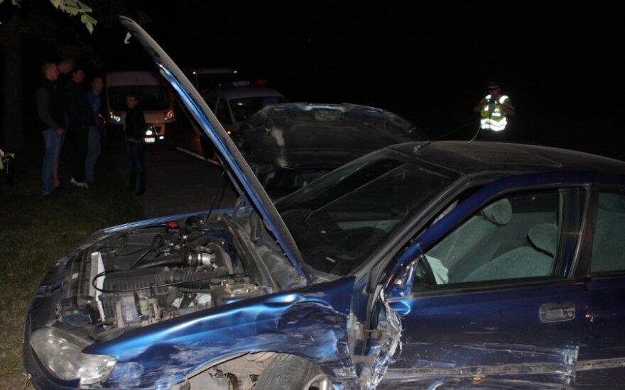 В Вильнюсе, возможно, пьяная девушка побила три автомобиля