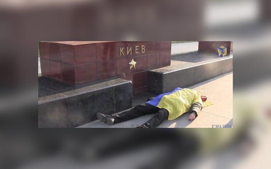 """В Москве у Вечного огня предлагали """"отведать украинской крови"""""""