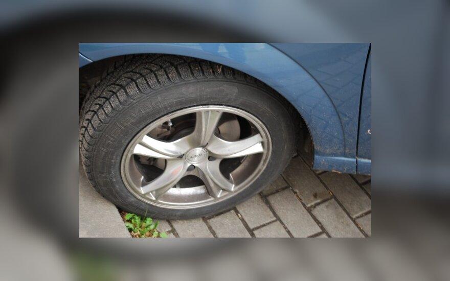 Замена колеса ценой 20 000 литов