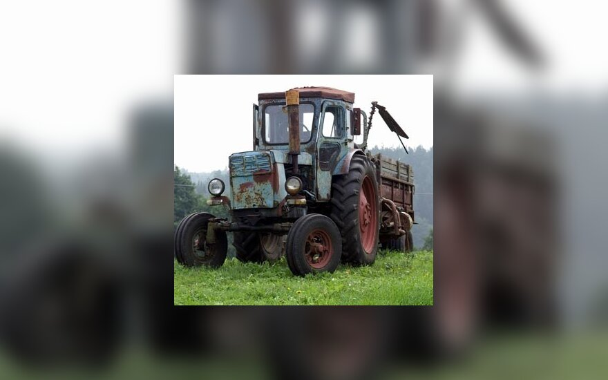 Трактор преткновения: символ Беларуси не пускают в Россию