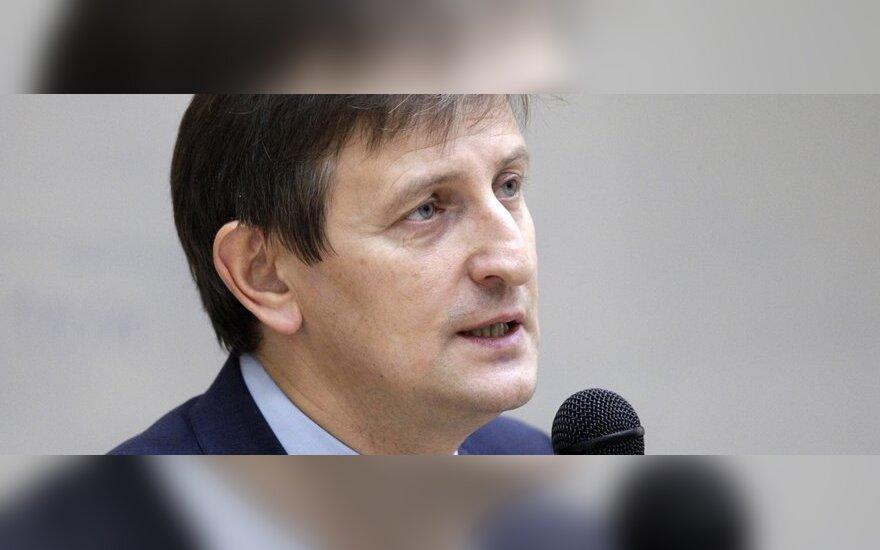 В посольстве Литвы экономист Романчук узнал о запрете на въезд в Шенгенскую зону