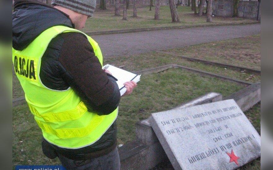 Niszczył nagrobki na Cmentarzu Żołnierzy Radzieckich. Źródło: policja.pl