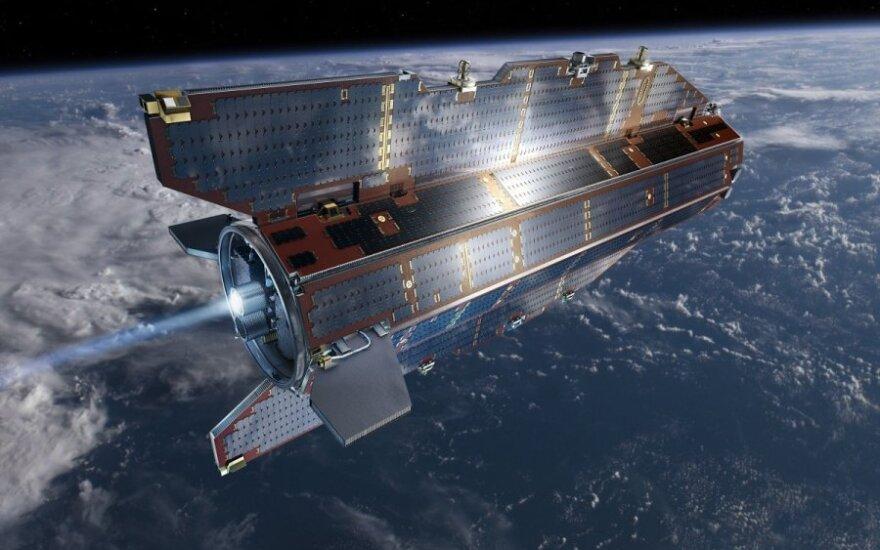 На Землю падает спутник весом более тонны