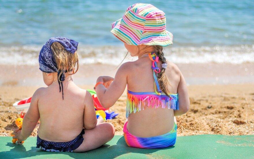 Vaikai paplūdimyje