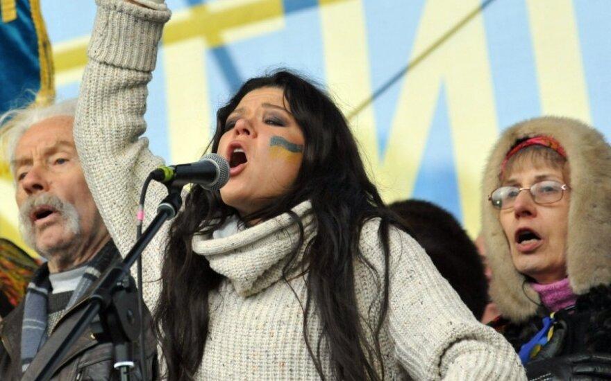 Певица Руслана показала поклонникам, как закаляется снегом