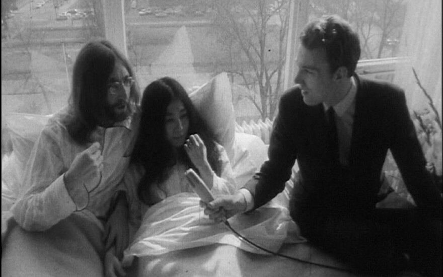 Неизвестные фотографии Джона Леннона нашли среди мусора