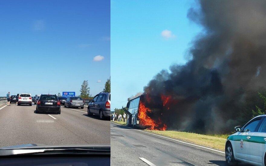 Огромный затор на дороге в Палангу: загорелся автобус, спаслись 45 человек