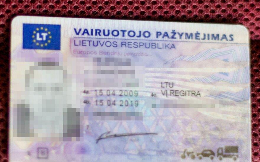 Regitra: полученные в Англии водительские права будут обмениваться в прежнем порядке