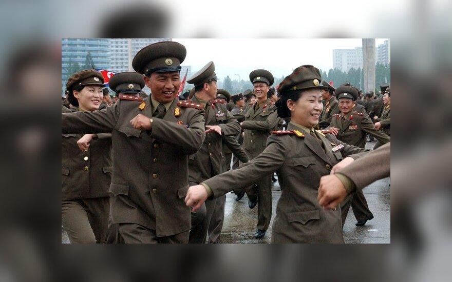 Узнав о новом звании Ким Чен Ына, солдаты пустились в пляс