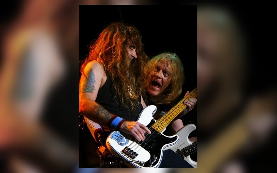 """""""Iron Maiden"""" nariai Steve`as Harrisas ir Janickas Gersas koncertuoja San Jose stadione"""