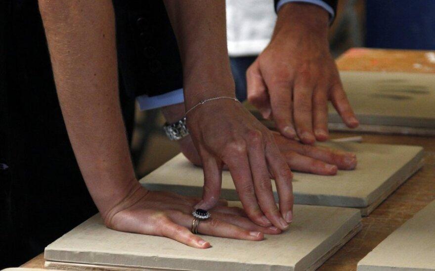 Принц Уильям и Кэтрин Миддлтон оставили свои отпечатки пальцев