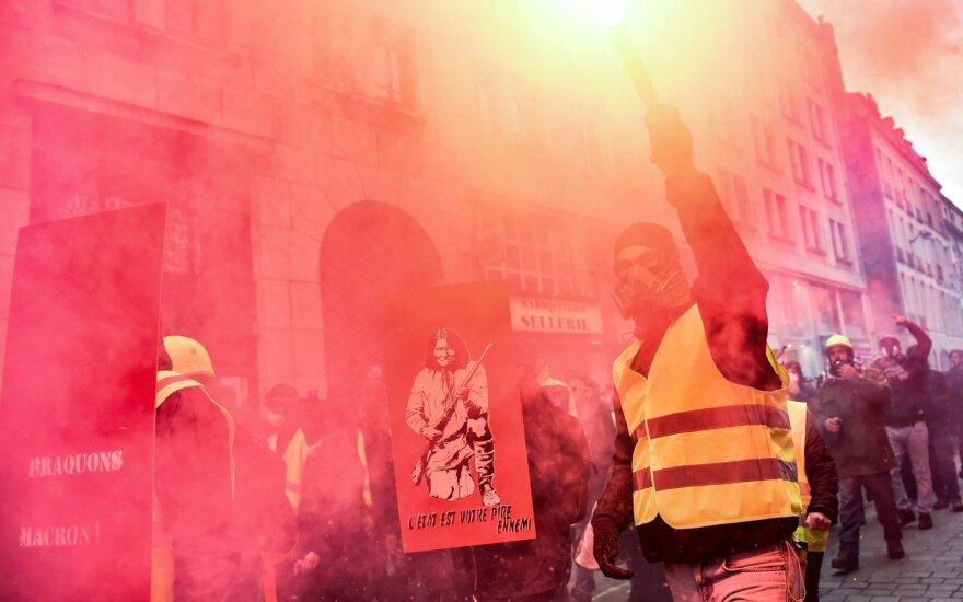 """Франция: на новые протесты """"желтых жилетов"""" вышли 80 тысяч человек"""
